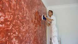Нанесение венецианской штукатурки на стену