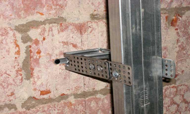 Крепёж металлического каркаса к стене