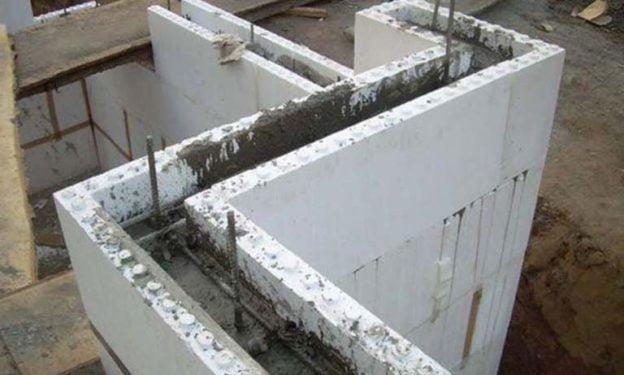Этап заливки бетона при возведении термодома