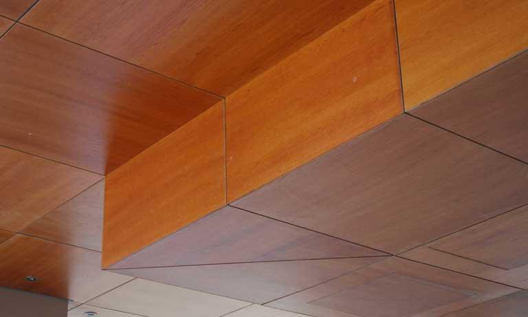 Мдф панели часто применяют в отделке потолков