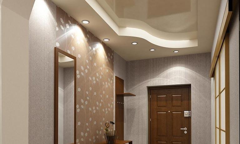 Мягкий точечный свет в коридоре квартиры