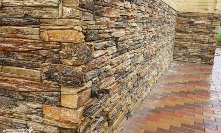 Пример монтажа декоративного искусственного камня на фасаде дома