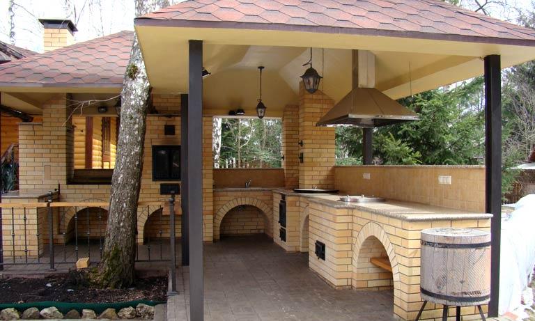 Кухня на дачном участке под капитальным навесом