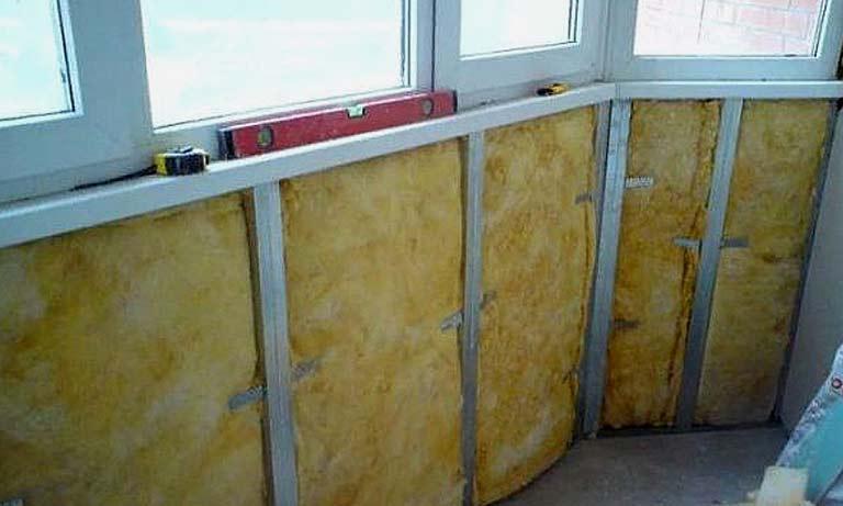 На этом балконе мы использовали в качестве утеплителя минеральную вату