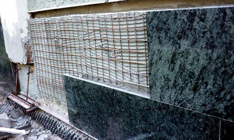 Монтаж керамогранитной плитки на фасад дома