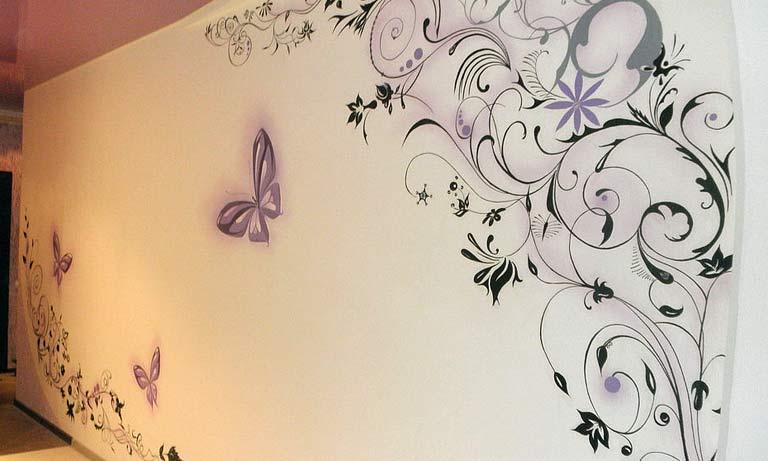 Как красиво покрасить обои в комнате