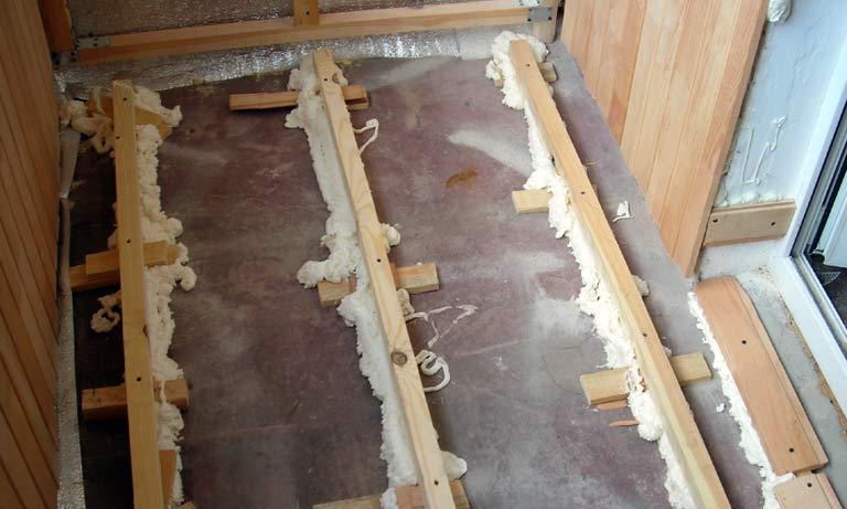 Установка стропил на лоджии перед монтажом деревянных полов