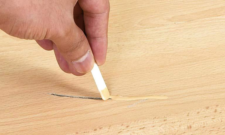Ремонт линолеума на полу
