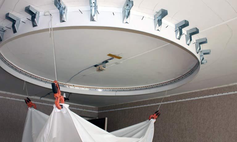 Процесс монтажа двухуровнего потолка