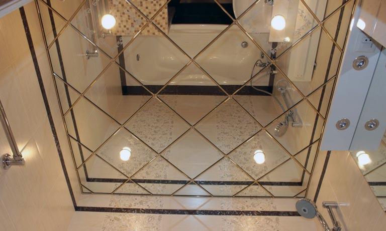 Зеркальная плитка для отделки потолка в туалете и ванной комнате