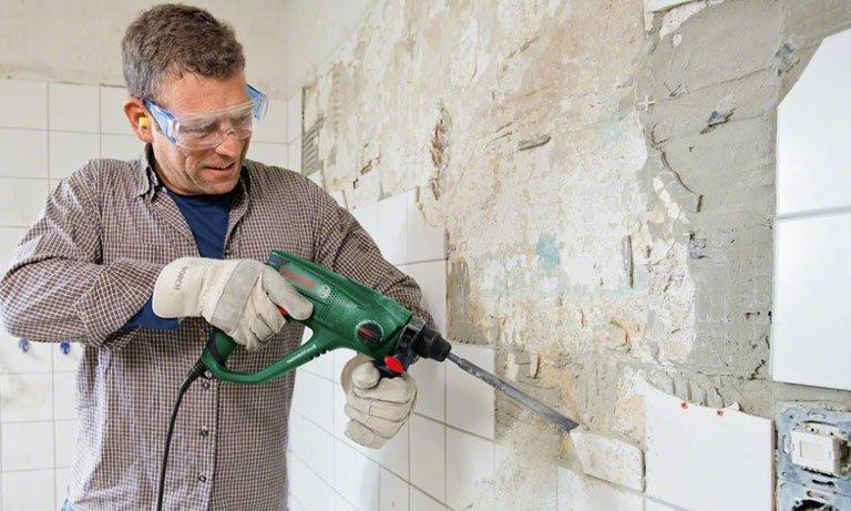 Снимаем плитку со стены перфоратором