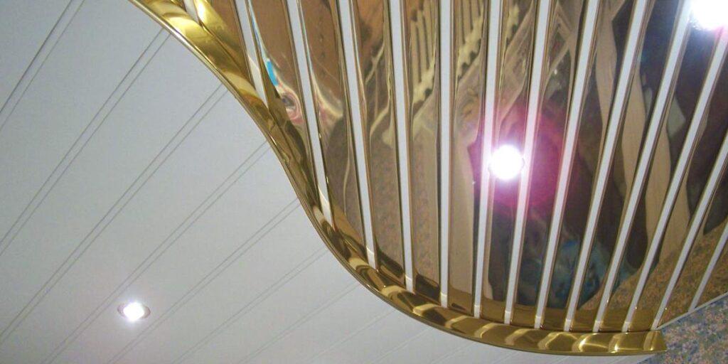 Реечный зеркальный двухуровневый потолок из алюминия